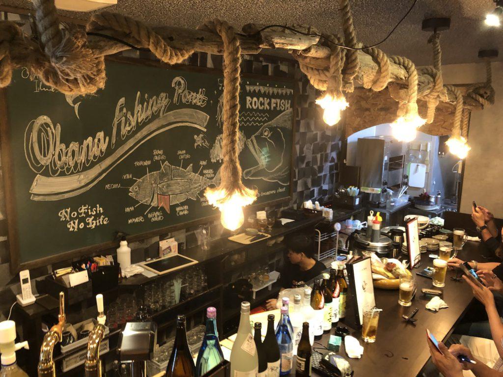 カウンター周りは海賊船的な船内レストランをイメージ